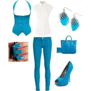 Lived this outfit an the color !!