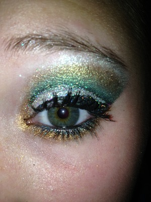 always fun to match the shadow with the color of your iris:)