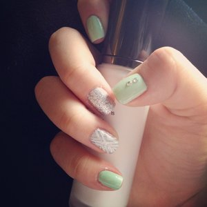 Mint nails with two accents!