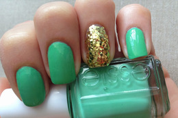 Happy St. Paddy's Day! Here's Some Green-and-Glitz Mani Inspiration