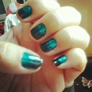 A faded look with a slightly shimmery black and then a glittery dark turquoise (Avon Nailwear Pro N909 Sequined turquoise)....