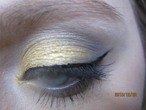 This is the more glamerous of the gold New Years Makeup. I will be doing a third New Years makeup when the new year is a little closer! How was your 2013 year? Hope your day went well!