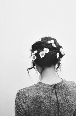 Un peinado fácil y simple, muy femenino.