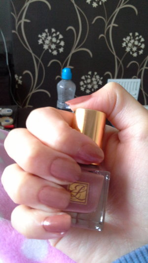 Did my nails with this ancient Estee Lauder beige nail lacquer I found hidden in my bag of polishes! I really love the colour! Product: Estee Lauder True Color Nail Lacquer