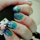 Glittery-Gradient Ocean Mani