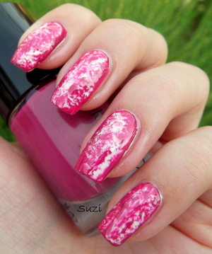 More pictures & used nail polishes on: http://www.beautybysuzi.blogspot.sk/2012/08/plastic-wrap-manicure.html