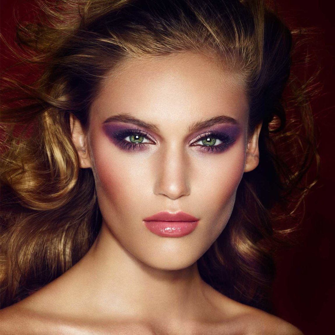 Charlotte Tilbury Get the Look The Glamour Muse product smear.