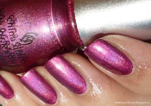 More photos on my blog :  http://malykoutekkrasy.blogspot.cz/2013/05/china-glaze-holographic-infra-red.html