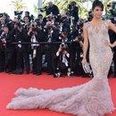 kim's dress I n the red carpet she look amaz