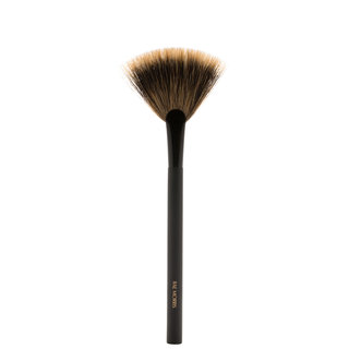 Rae Morris Jishaku Brush 25: Fan Highlighter