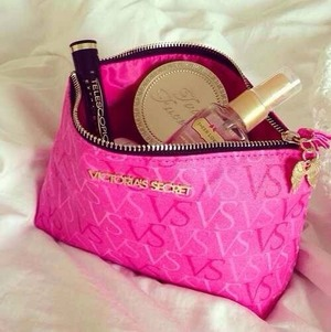 What's in your makeup bag ? 💕👌💁