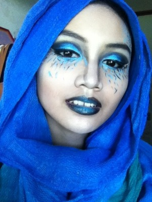 An intense, artsy (not-exactly-wearable) makeup look.