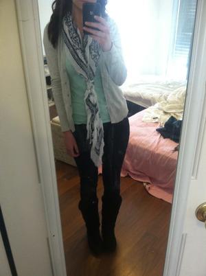 Mint tshirt, gray cardi, scarf, skinny jeans, boots:)