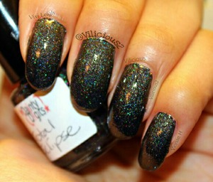 Woah! ♥_♥ This one is absolutely gorgeous! This was only ONE coat of Dainty Digits Polish Total Eclipse, plus topcoat!