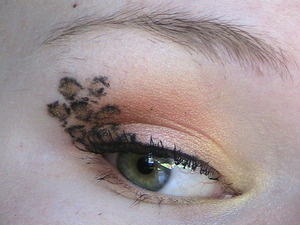 Check out the tutorial for this look! http://www.youtube.com/watch?v=ZMJgVn-56L0&feature=player_embedded