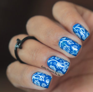 Para os desenhos usei esmalte Branco que deu um estampado legal sobre o azul, estampa de flores geralmente me agrada muito, adorei o resultado em pouco tempo as unhas ficam prontas com toque de criatividade. - See more at: http://www.estilopropriobysir.com/2014/04/unha-decorada-na-moda.html#sthash.4D8qXSHN.dpuf