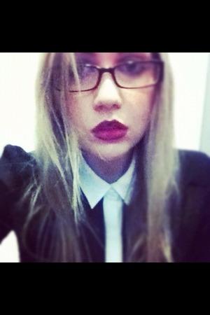 Rebel- MAC Lipstick Work attire with a bit of spice ;)