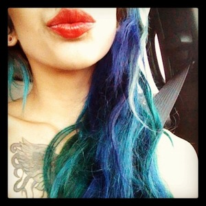 my turquoise hair & red lips