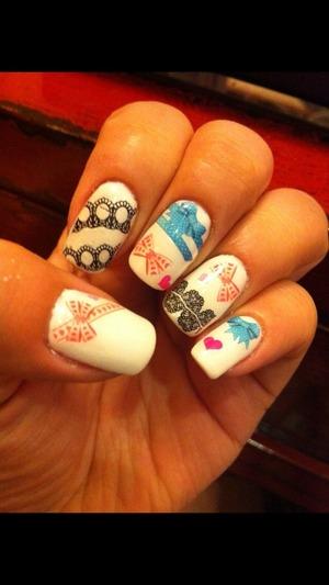 """Place some sticker on my nails ,it""""s the first time🙊🙊🙊🙊"""