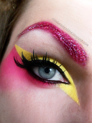 http://​missbeautyaddict.blogspot.c​om/2012/05/​make-up-challenge-avant-gar​de-make-up.html