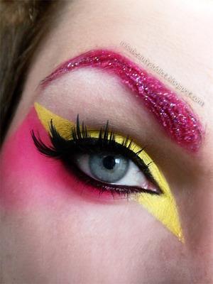 http://missbeautyaddict.blogspot.com/2012/05/make-up-challenge-avant-garde-make-up.html