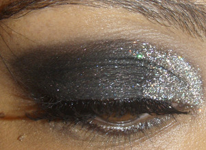 http://www.makeupbyrachelbush.blogspot.com/2011/12/holiday-party-glittery-eye.html