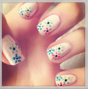 Basic Flower Nails, created with a dotting tool.