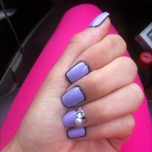 Borderline design with a 3D accent nail! Enjoy!