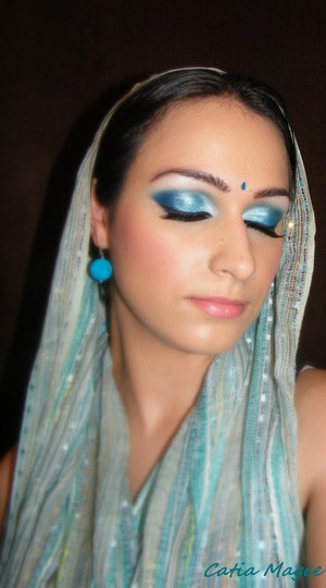 indian princess   Urban Decay primer potion Nyx Jumbo pencil in Milk on the brow Nyx Jumbo pencil in Electric Blue on the lid Bh cosmetics 120 palette second edition shimmery blue and dark matte blue from the palette any white sparkly eyes