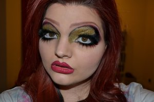 Makeup inspired by the drag queen Bianca Del Rio.