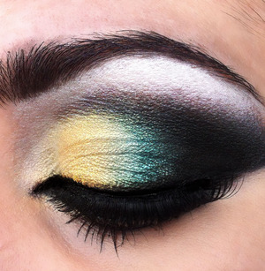 A Yellow and teal make up look. I love the two colors together...