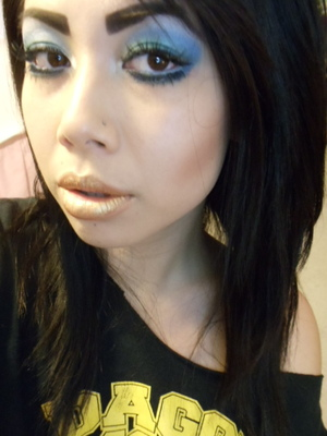 blue sultry eyes with gold lips