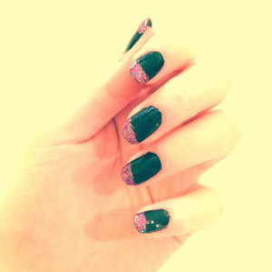 to see how to get this look please go to : http://lbdgirls.blogspot.ca/2012/04/bit-of-glitter-nail-tutorial.html