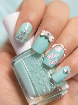 http://littlebeautybagcta.blogspot.com/2013/07/mint-manis-for-talia-joy.html