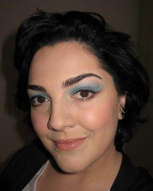 Blue shadow + nude lips ;)