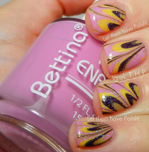 A dainty watermarble with Bettina Polish
