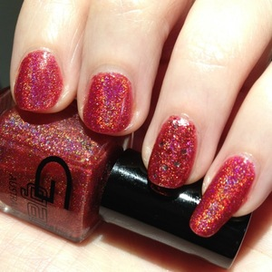 http://michtymaxx.blogspot.com.au/2012/10/red-holo-nails.html  I felt like a red manicure today, so my Glitter Gal Red 3D Holo came out to play!