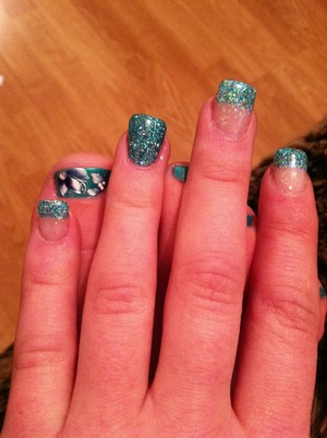 Color of the year nails! Pantone announces emerald green <3 fun nails for hands and toes ! I love glitter!