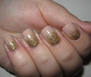 http://zoendout.blogspot.com/2012/11/golden-glitter-gradient.html