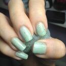 Minty green glitter manicure!
