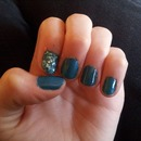glitttee    blue glitter nails