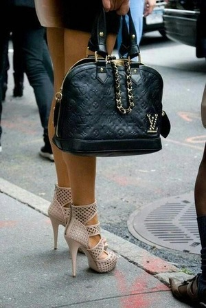 This bag an shoes look amazing
