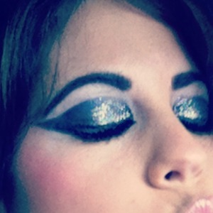 Fun dramatic eyeshadow I did on myself today for a photo-shoot.  I used lit cosmetics for the glitter, makeup forever 0l black eyeliner, Mac black shadow and lots of brushes to create this look =) also I am using red cherry lashes with the new ysl baby doll mascara <3
