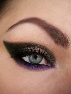 http://missbeautyaddict.blogspot.com/2012/04/inspired-make-up-beyonce-party.html