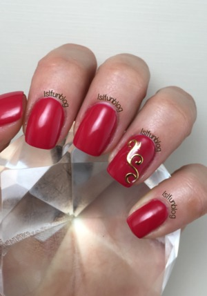 lslfun.blogspot.com Used Gelish red gel polish. Gold nail stickers and the Melody Susie 12 w led Violetili lamp