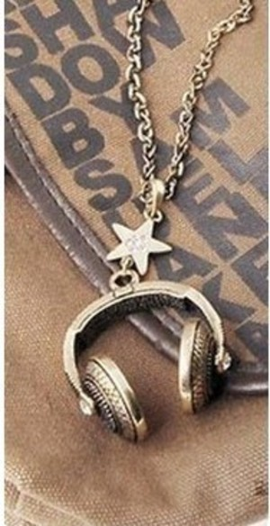 cute headset pendant necklace7