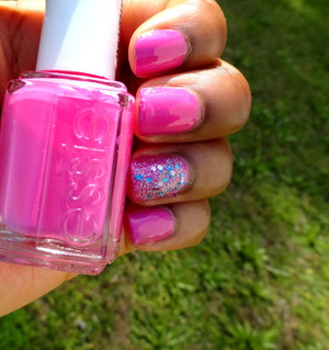 Check out my blog review here: http://msberrystylish.blogspot.com/2013/05/perfect-summer-nails-essie-and-new-york.html