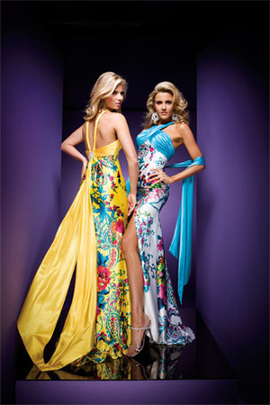STUNNING  FLORAL PRINT TONY BOWLS DRESS. HAVE YOUR MAKEUP DONE TO COORDINATE.