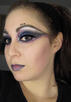 Halloween 2010 Inspirations Bewitching Eyes  http://snarky-princess.com/2010/09/25/get-the-look-bewitching-eyes-for-halloween/