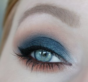 Zoeva Cool Spectrum Eyeshadow Palette MAC eyeshadows – Rule, Malt, Folie, Handwritten, Naked Lunch MAC Eye Kohl – Teddy Makeup Mekka Ultimate felt tip eyeliner